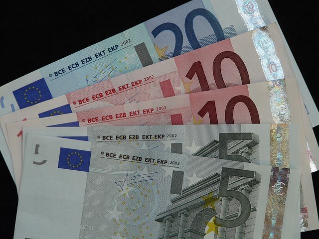 pět bankovek