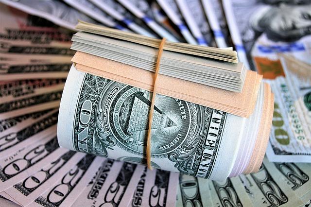 bankovky v gumičce
