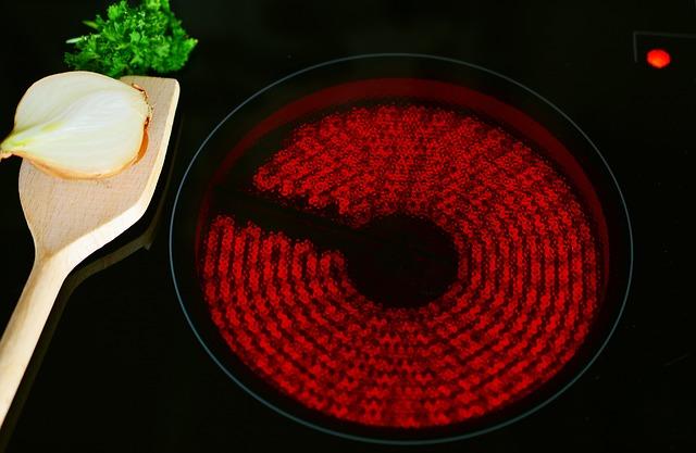 sklokeramická varná deska a vařečka