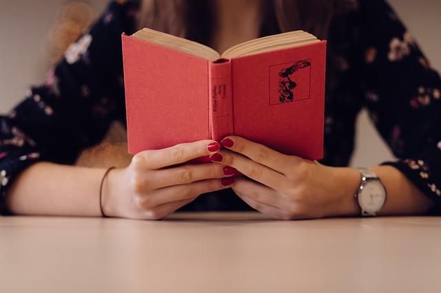 červená kniha.jpg