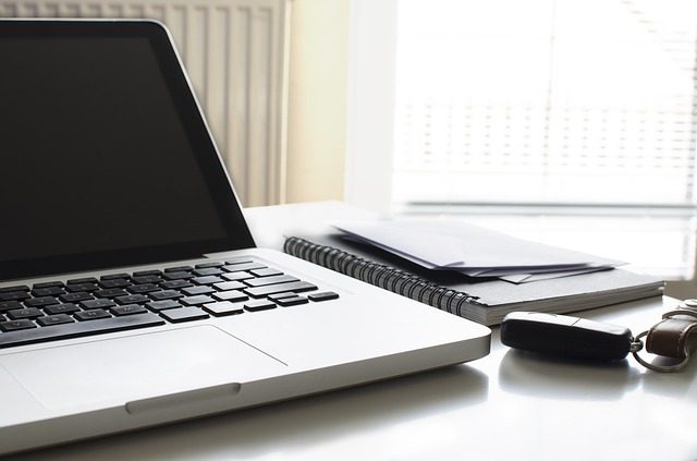 pohled na laptop