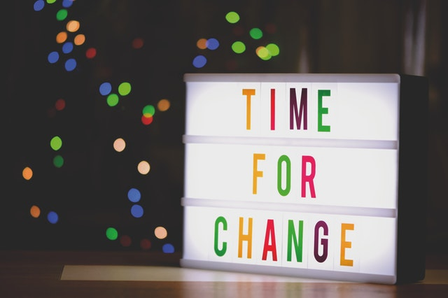 """barevný nápis """"time for change"""", změna"""